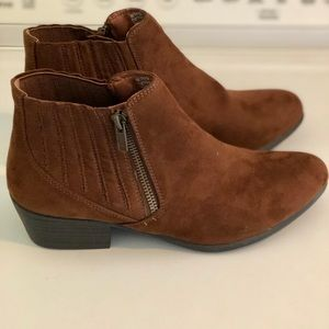 ESPRIT TRACY SIDE ZIP BROWN ANKLE BOOTIES